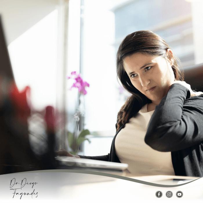 4 dicas de ergonomia do ortopedista Diogo Fagundes para um home office com mais saúde